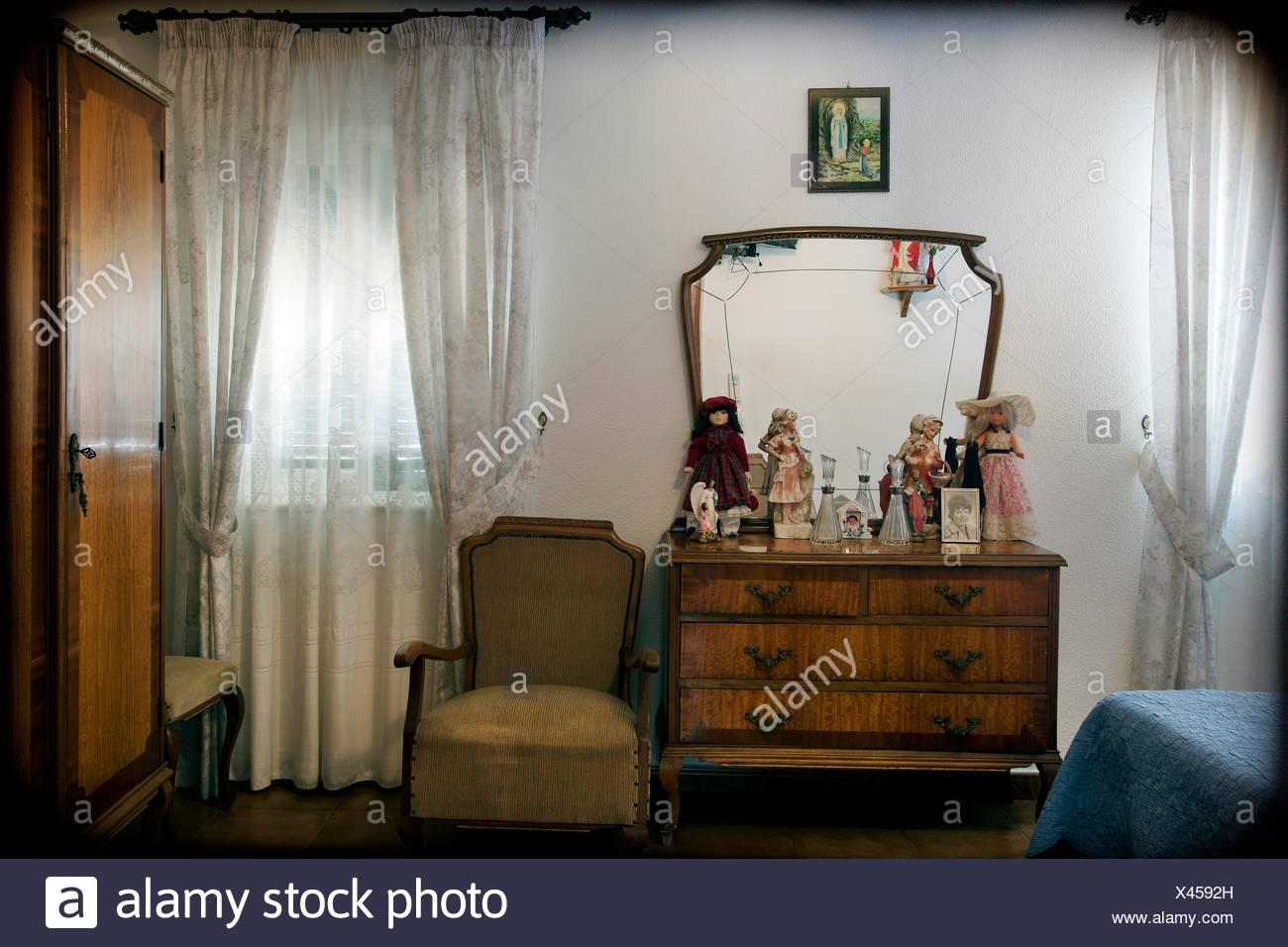 https www alamyimages fr l interieur de chambre a coucher typique des annees 50 de style espagnol image277941401 html