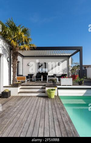 https www alamy com trendy outdoor patio pergola shade structure awning and patio roof garden lounge chairs metal grill surrounded by landscaping portrait format image416711548 html