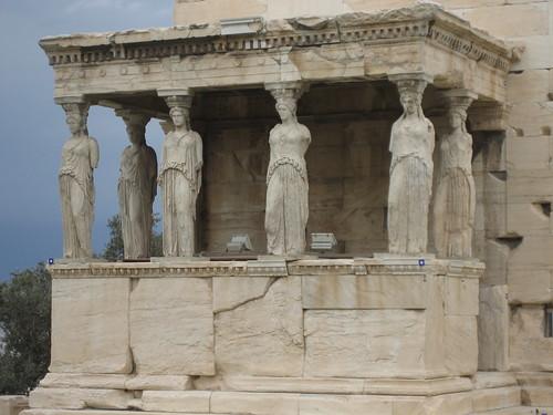 Cariátides en el Eracteón, Acrópolis de Atenas. ViajerosAlBlog.com.