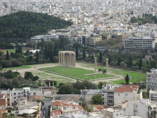 Templo de Zeus Olímpico desde la Acrópolis de Atenas. ViajerosAlBlog.com.