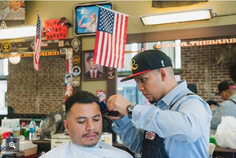 16k07 The American Barber Shop on Calle Cuatro in Santa Ana. Foto de Andrew Cullen para The New York Times Uti 485