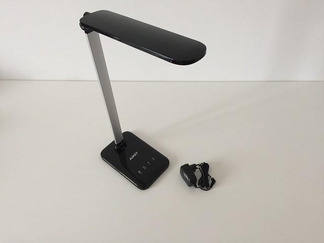 4 Lampe de bureau LED Aukey avec prise secteur