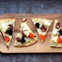 Vegojul: tortilla-langos med karamelliserad rödlök