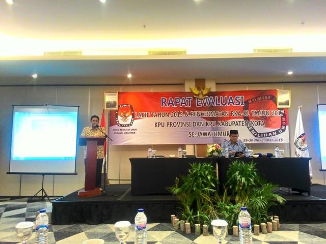 Eko Sasmito saat membuka acara rakor di Hotel Luminor Surabaya(29/11)