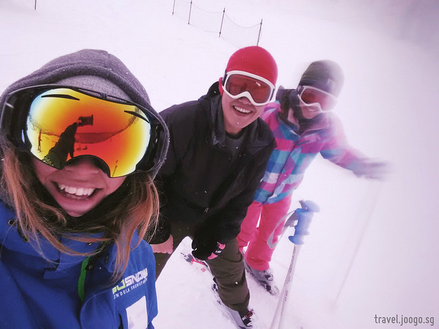 Skiing at Niseko - travel.joogo.sg