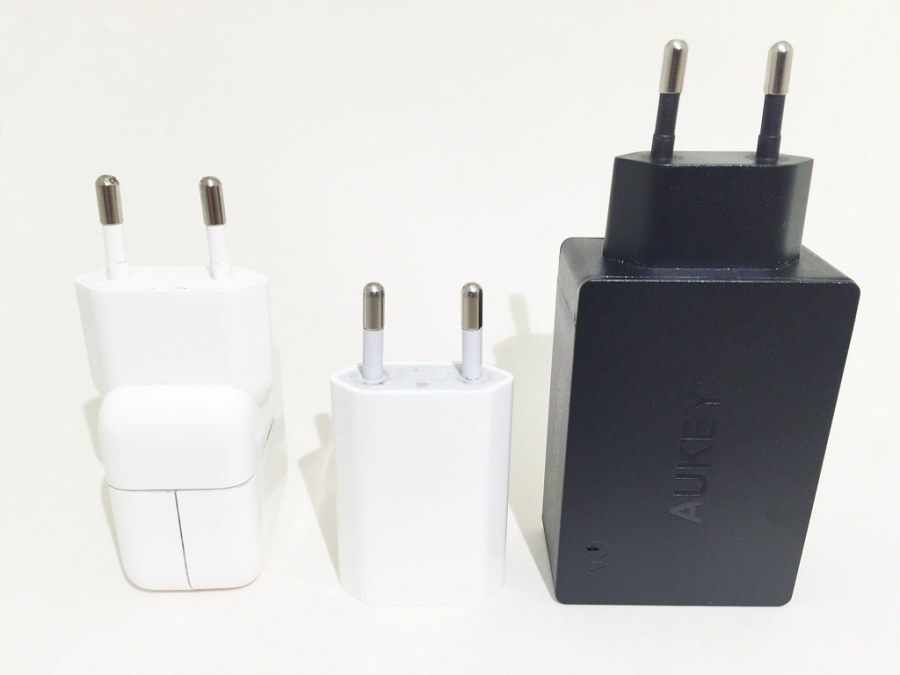 Chargeur AUKEY 3 USB PA-U35 + chargeur iPhone et iPad