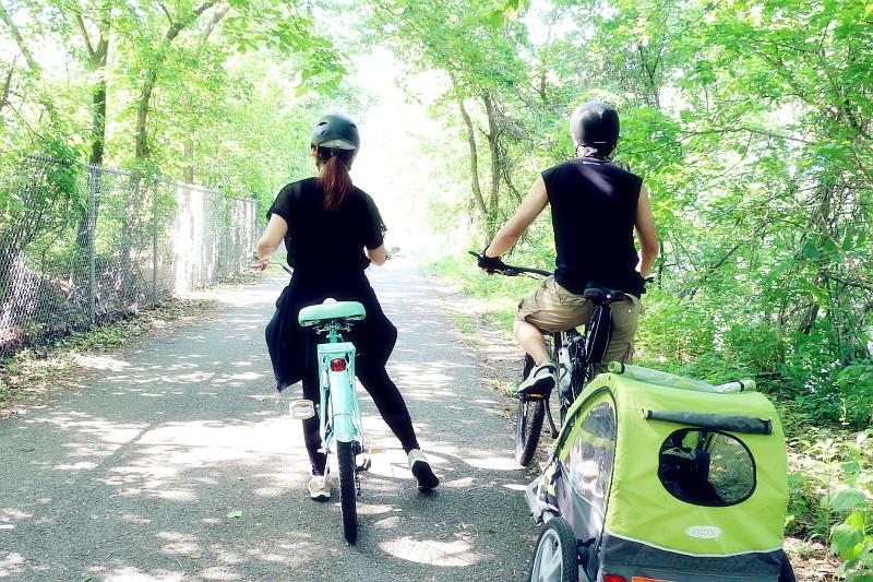 couple-biking-active-wear-1