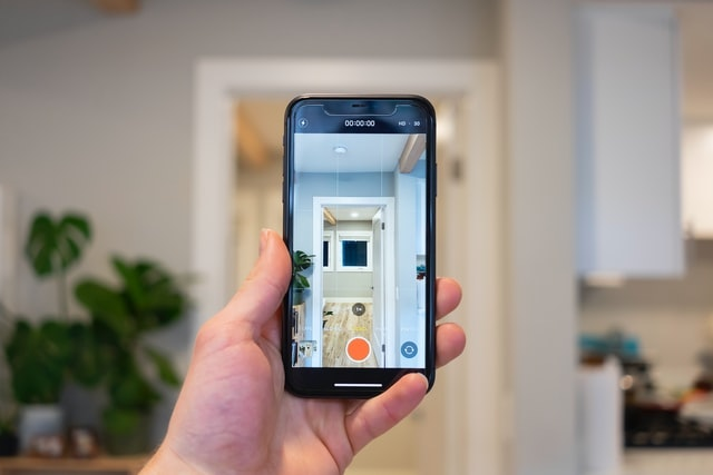 Realtor shooting video on a smartphone