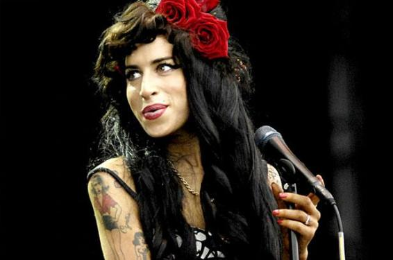 1162079-amy-winehouse-perform-617-409
