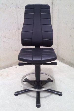 Cadira giratòria amb funcions ergonòmiques