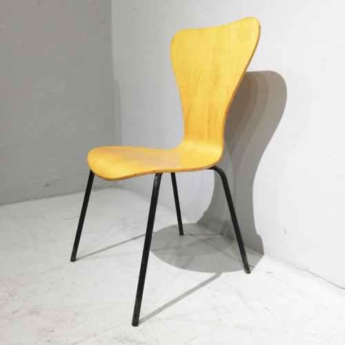 Cadira apilable de fusta i tub d'acer de segona mà en venda a cabauoportuntiats.com Balaguer - Lleida - Catalunya