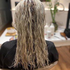 efeitos da água oxigenada no cabelo