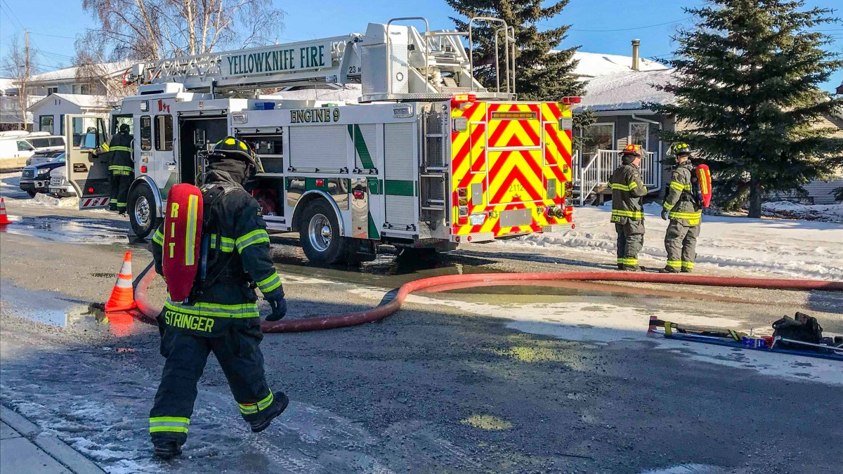 Garage fire on Yellowknife's Byrne Road under control