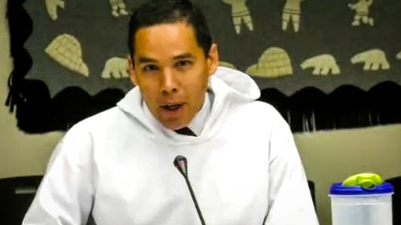 Natan Obed presents to voters during the 2018 ITK presidential election