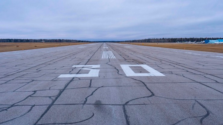 The Fort Smith airport runway in October 2018. Sarah Pruys/Cabin Radio