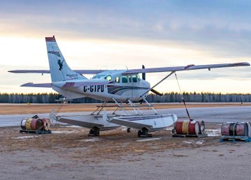 A file photo of Northwestern Air Lease's Cessna 206 in 2018. Sarah Pruys/Cabin Radio
