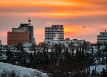 A view of Yellowknife as the sun sets - Adam Pisani-NWT Tourism