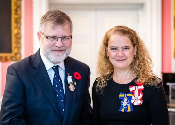 Chris Burn receives his Polar Medal from the Governor General of Canada, Julie Payette, at Rideau Hall on November 5, 2018