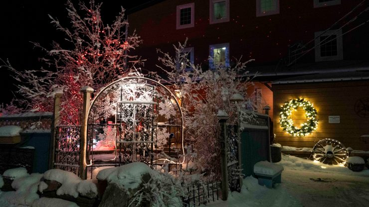 Yellowknife Christmas lights: A classy light show on Wiley Road