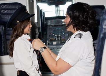 Air Inuit Captain Melissa Haney talks to a young fan in this photo submitted by Elevate Aviation.