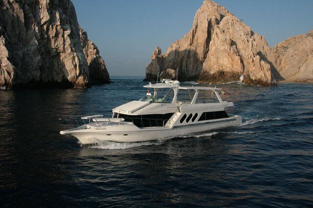 72-Yacht-Cabo