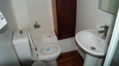 Bathroom on 90ft Galeon Luxury Yacht Rentals in La Paz