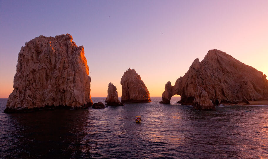 cabo san lucas sunset over the cabo arch in mexico