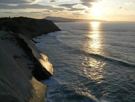 Paisaje de acantilados en la costa de Iparralde