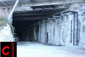 Das Südportal des ehemaligen Gütschtunnels am Bellevuequai liegt direkt unter der Axenstrasse