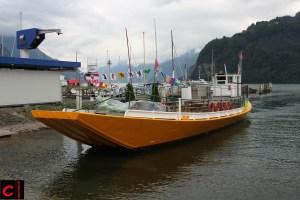 """Bestandteil der Windweek: Der Nauen als """"City Lounge Boat"""" kurz vor der Abfahrt im Föhnhafen Brunnen"""