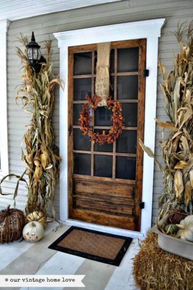 Farmhouse Porch Decorating Ideas - Autumnal Corn Maze Porch Door Decor - Cabritonyc.com
