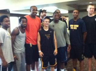 Zach-Miracle-61-Zach-with-WVU-Basketball-Team-at-HealthSouth-2012-07-19
