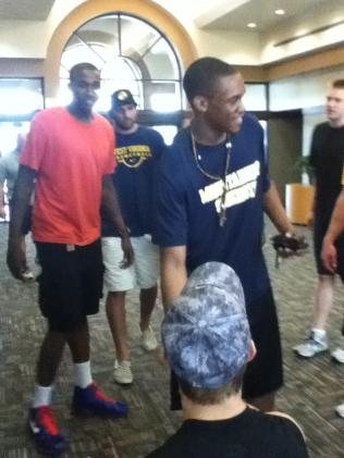 Zach-Miracle-72-Zach-with-WVU-Basketball-Team-at-HealthSouth-2012-07-19
