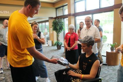 Zach-Miracle-84-Zach-with-WVU-Basketball-Team-at-HealthSouth-2012-07-19