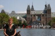 Espelho d'agua e ao fundo o Rijksmuseum.
