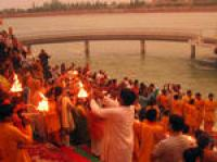 Private Tour: Ganga Aarti Hindu Ritual in Rishikesh Including Dinner