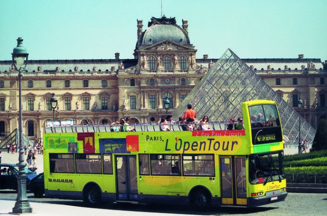 hop-on-hop-off-tour-paris