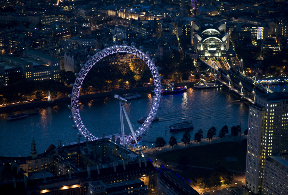 The London Eye on the River Thames. (© Jason Hawkes)