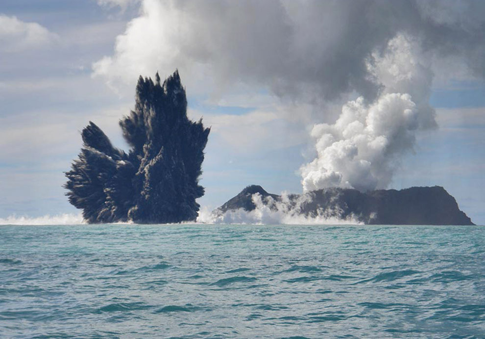 Third in a series of undersea volcano eruption photos off the coast of Tonga, taken March 18th by photographer Dana Stephenson. (Dana Stephenson/Getty Images)