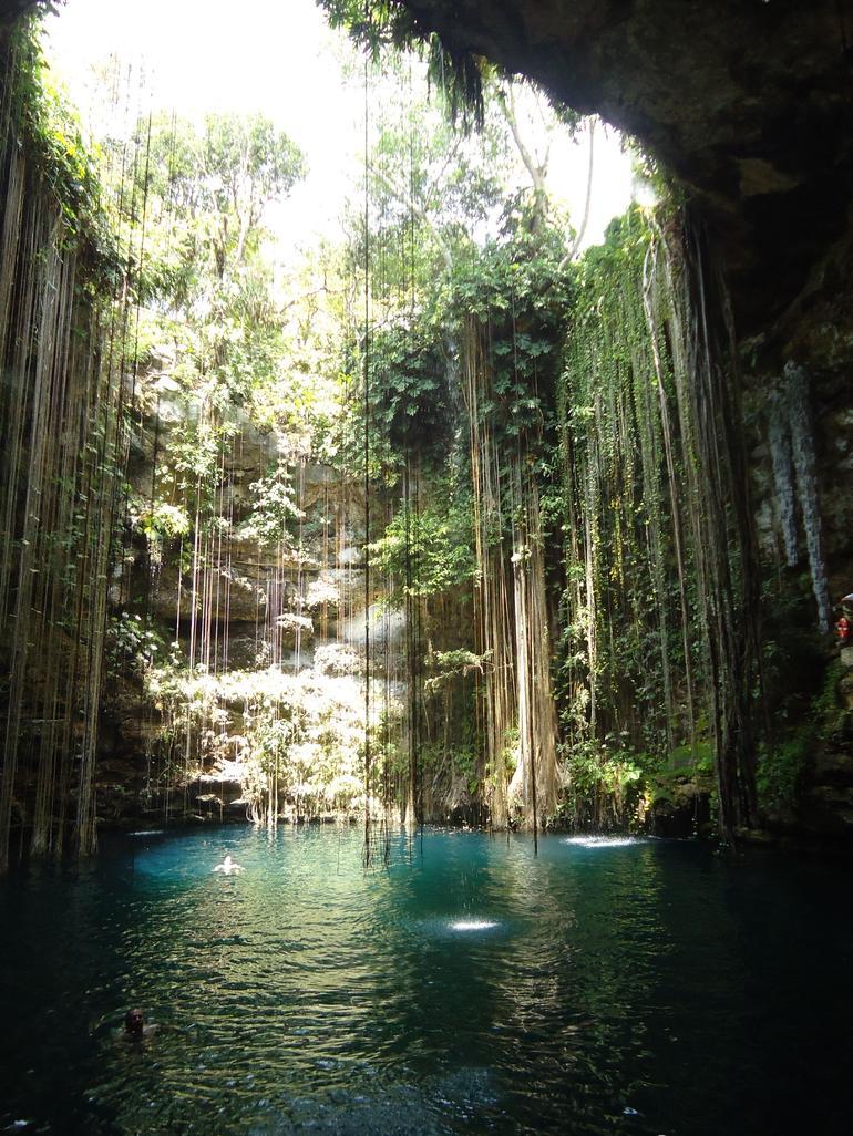 Cenote Ikil - Cancun