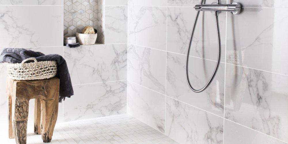 gres cerame dans la salle de bains