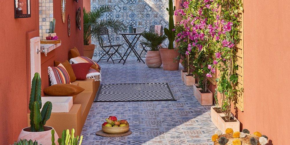 plus intime qu une terrasse et plus petit qu un vrai jardin le patio fait figure de veritable piece en plus au coeur de la maison