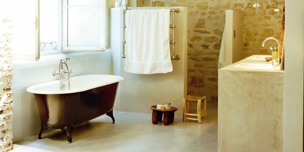 salle de bains ancienne esprit campagne