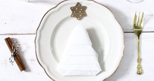 Pliage De Serviettes Pour Sa Table De Noel 10 Idees Originales Marie Claire