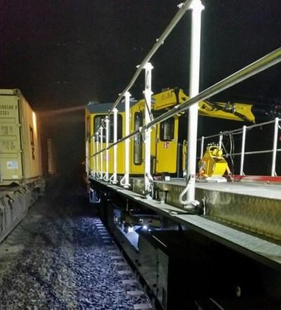 BPOL-KS: Güterzug kollidiert mit Kran von Bauzug