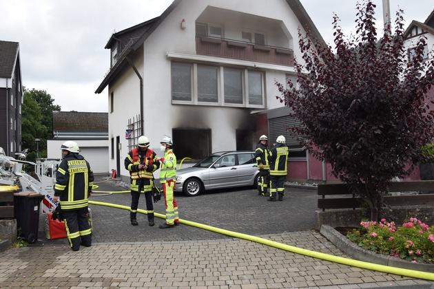 FW-OE: Zündelndes Kind löst Zimmerbrand aus - Wohnung unbewohnbar