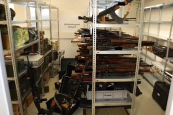 ZOLL-S: Gemeinsame Pressemitteilung der Staatsanwaltschaft Ellwangen und des Zollfahndungsamtes Stuttgart - Riesiges Waffenarsenal entdeckt /