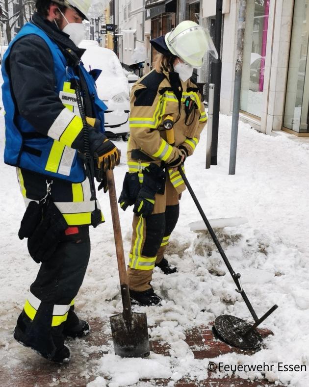 FW-E: Brennender LKW auf Rüttenscheider Straße - Keine Verletzten