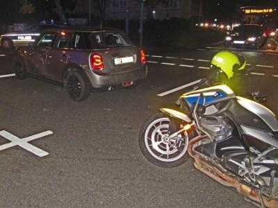 POL-ME: Polizeimotorrad bei Sonder- und Wegerechtsfahrt verunfallt - Ratingen - 2002097