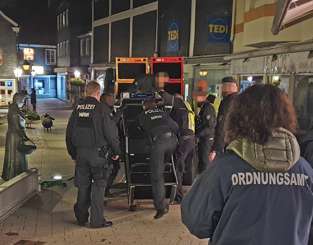 POL-ME: Gemeinsamer Einsatz gegen Clankriminalität in Wülfrath und Haan: Polizei, Zoll und Ordnungsamt kontrollieren Vereinslokale, Gaststätten und Wettbüros - Wülfrath / Haan - 1911059